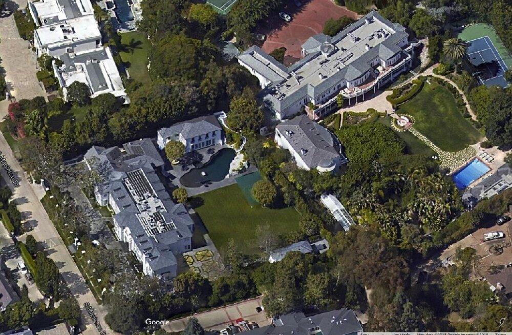 Vaade Bel Airi villadele ülevalt. Pole küll teada, et mõni neist liigselt vett raiskaks. Google Maps