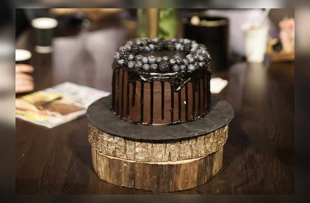 Черная паста, черные пончики и черное вино. Какие черные блюда и напитки можно попробовать на этой неделе в Таллинне?