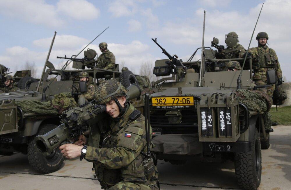 Tšehhi kommunistid nõuavad vähemusvalitsuse toetamise eest sõdurite Balti riikidesse saatmata jätmist