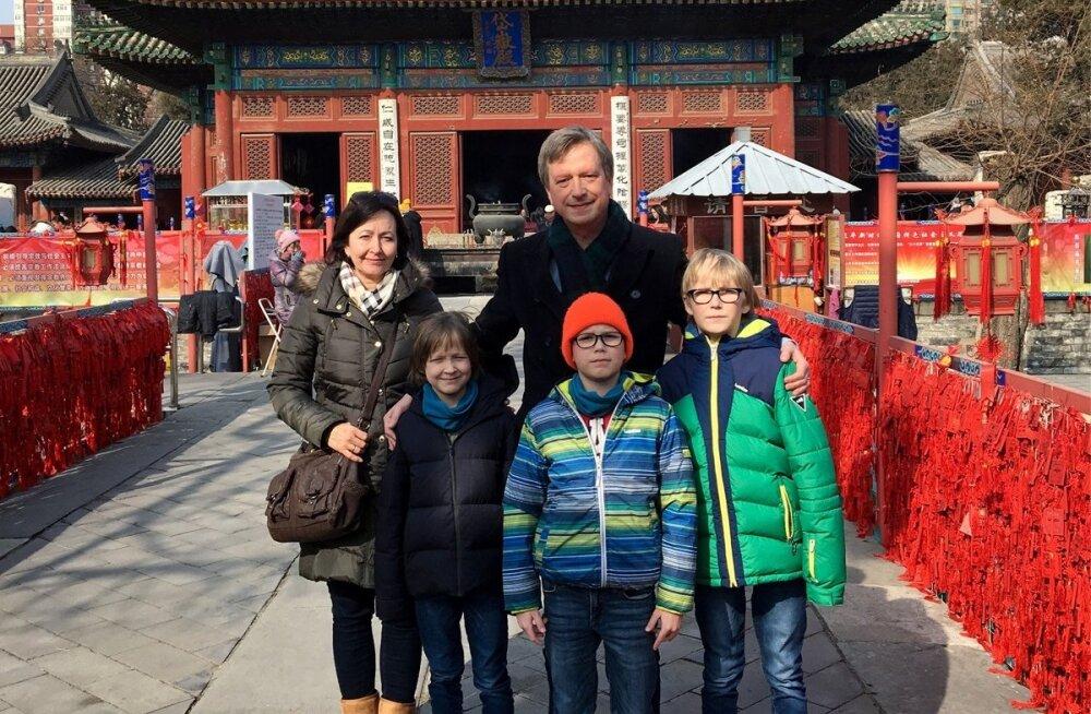 Eesti pere Hiinas   Siin õpivad lapsed kogu ärkveloleku aja!