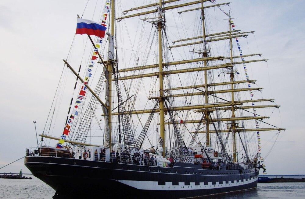 2013. aastal külastas Krusenstern Tallinna ja Sillamäe sadamaid.