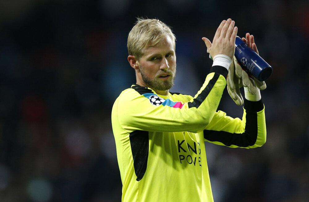 Rekordilise nullimängu teinud Leicesteri väravavaht sai vigastada