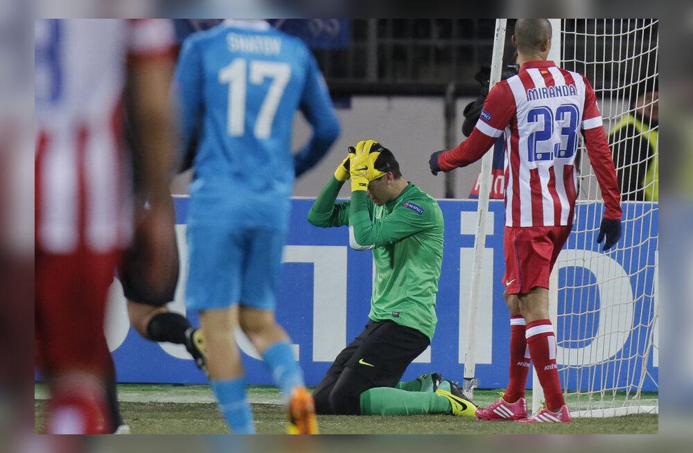 Ahastuses Atletico väravavaht Thibaut Courtois.