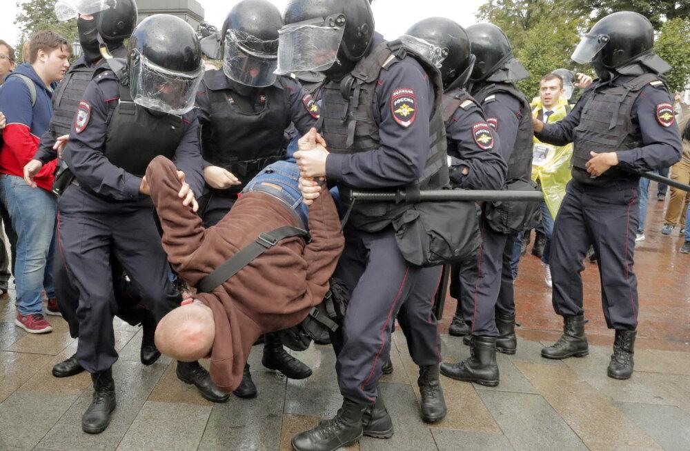 FOTOD ja VIDEO | Venemaal tuli mitu tuhat inimest tänavatele meelt avaldama: mitu neist sai peksa, sadu peeti kinni