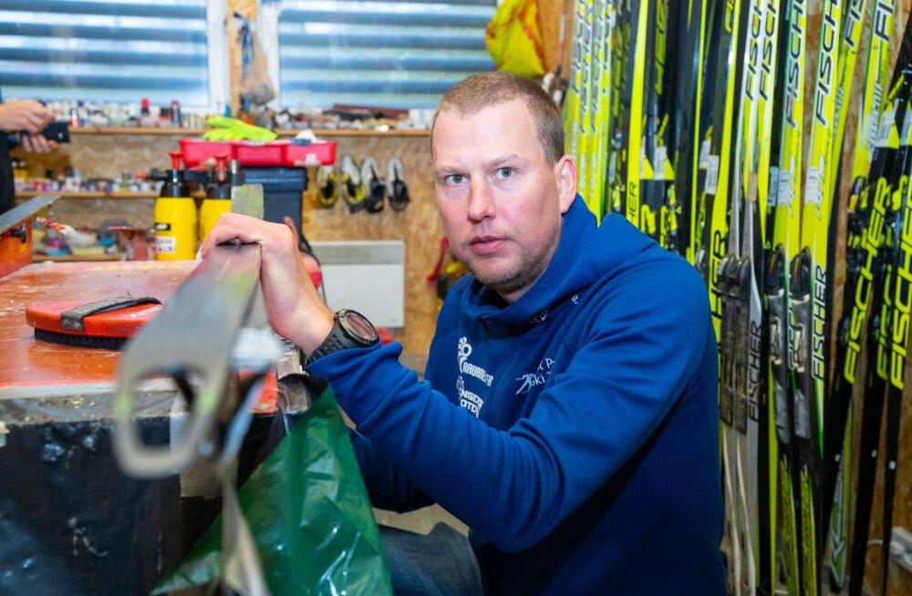 Aivar Rehemaa pakkimas asju laagriks Soomes