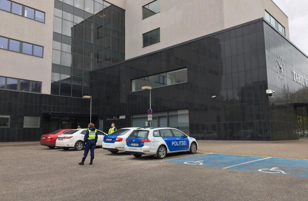 ФОТО | Здание Тартуского уездного суда эвакуировали из-за угрозы взрыва