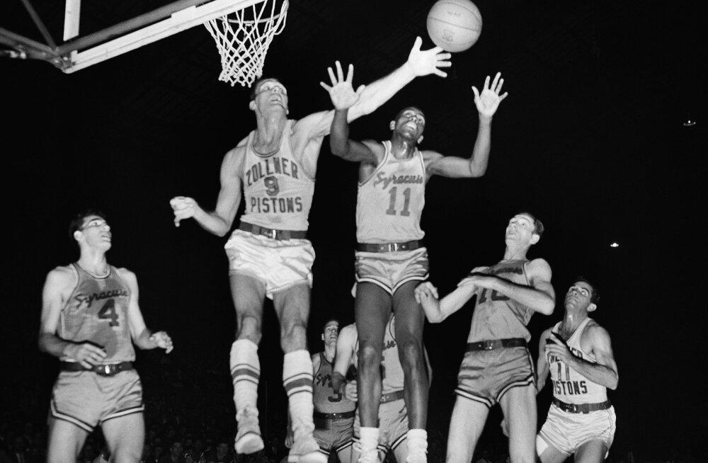 Suri NBA esimene mustanahaline mängija