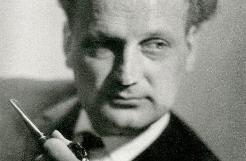 """Saates """"Georg Ots ja Eesti Raadio"""" kõlab raadioeetris Valdo Pandi hääl."""