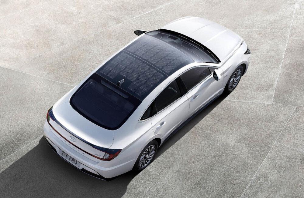 Hyundai tutvustas ametlikult päikesepaneelkatusega autot