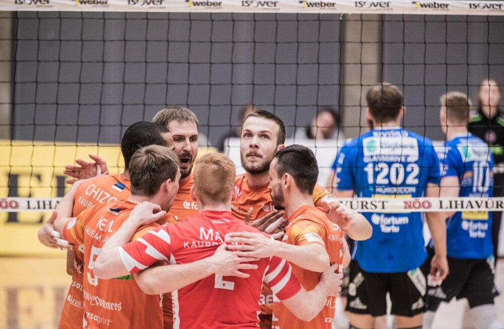 Läti võrkpallikoondislane liitus Pärnu meeskonnaga