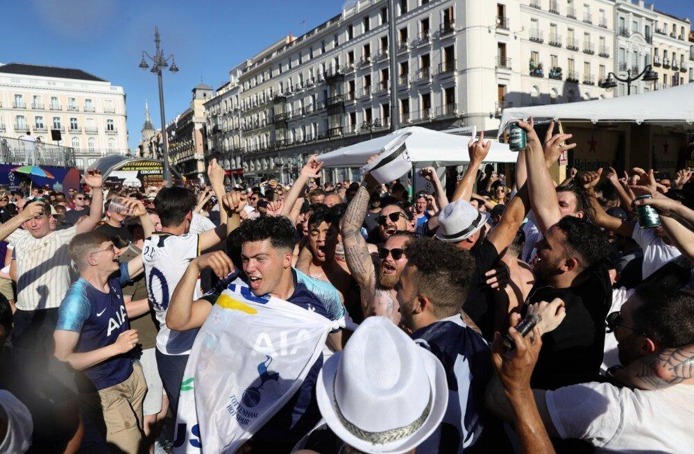 Tottenhami fännid Madridis pidutsemas.