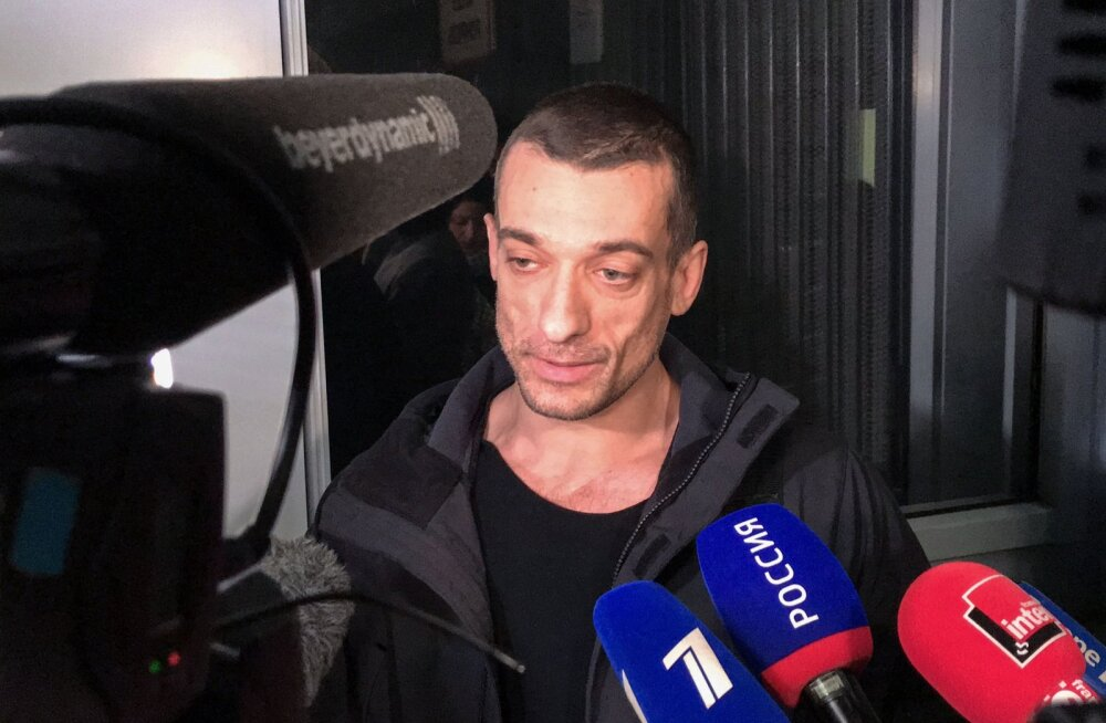 """Skandaalne vene kunstnik Pavlenski: Pariisi linnapeakandidaadi mahavõtmine oli osa """"poliitilise porno"""" projektist"""