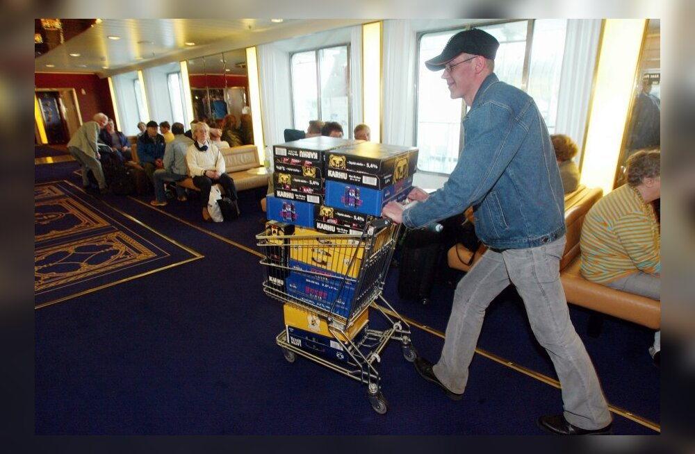 Viking Line pakub soomlastele laevalt ostetud alkoholi kandmisteenust