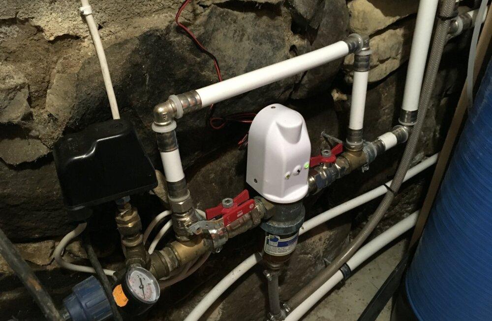 Astrid Roosilehe kodumaja keldris on topeltfiltritega veepuhasti.