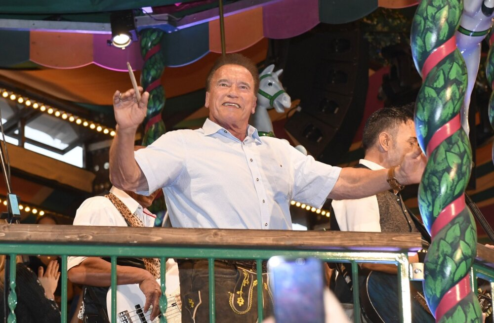 72-aastane Arnold Schwarzenegger pidutses oma aastaid noorema kallimaga: puudu ei olnud ka traditsioonilised nahkpüksid