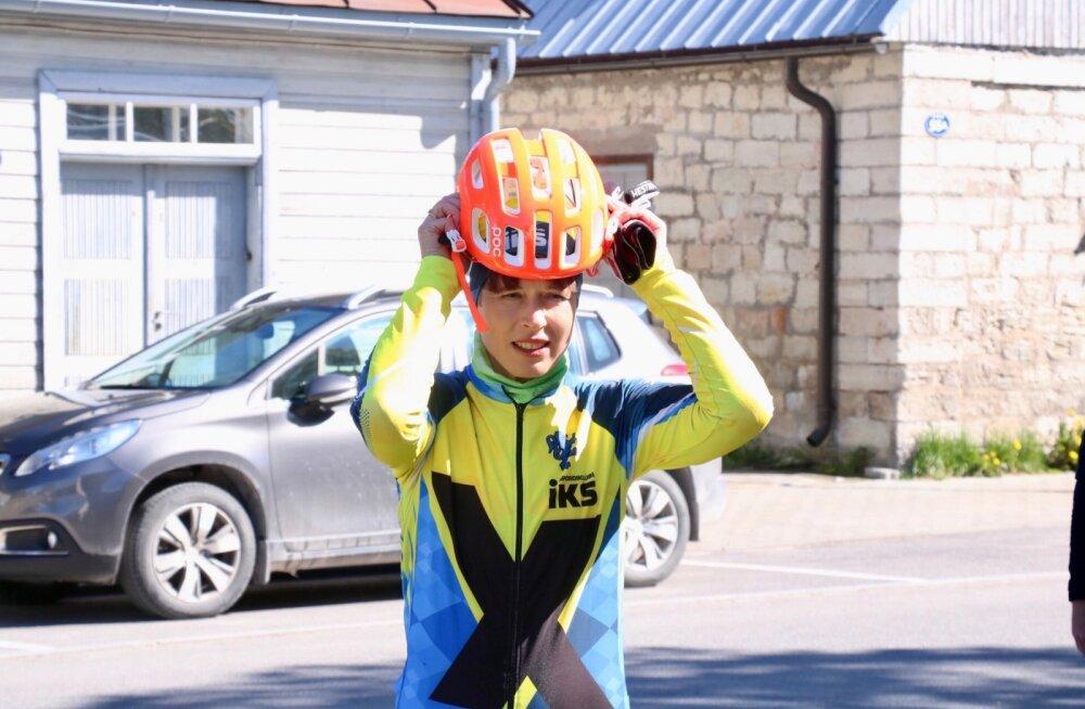 Kersti Kaljulaid startis jalgrattal 54 km pikkusele distantsile