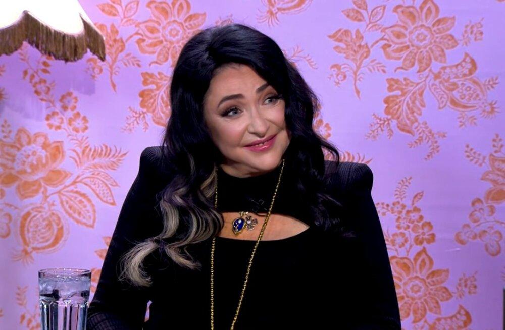 Избитый экс-супрг Лолиты намекает на причастность адвоката певицы