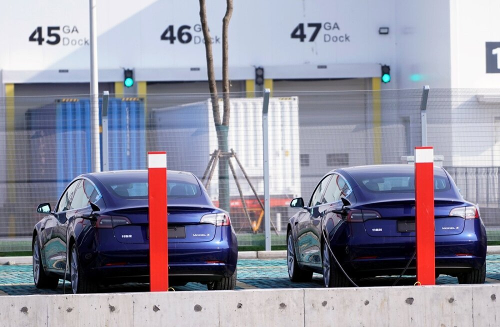 Tesla Mudel 3 autod Shanghai tehases