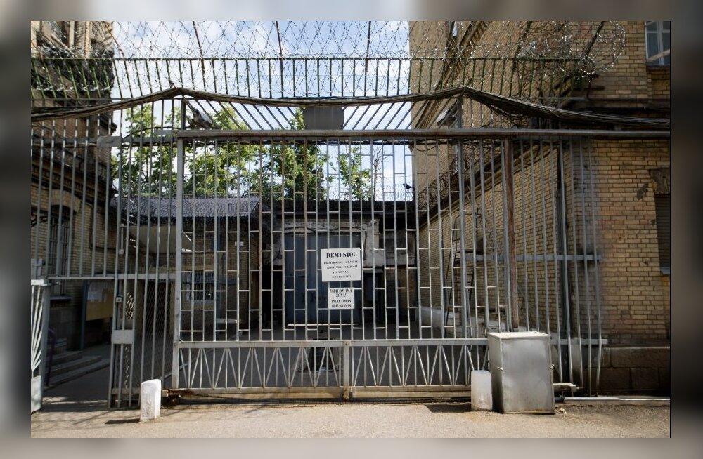 ФОТО | Экскурсия по камерам самых жестоких преступников Литвы: без сопровождения сюда никто не входил