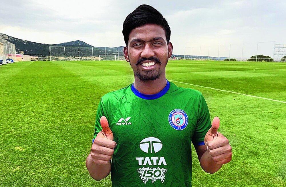 FOTOD | Suur skandaal India jalgpallis: kõrgliiga noorimaks väravalööjaks osutunud 16-aastane äss osutus tegelikult 29-aastaseks vuntsiga meheks