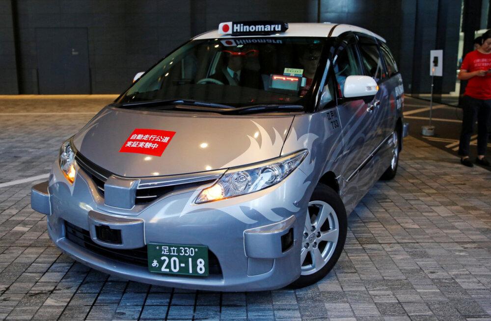 Maailma esimene isejuhtiva takso teenus alustas juba tegevust
