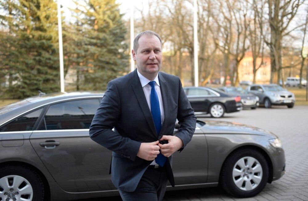 Minister kahtlustab: Vireen põletas neli korda vähem seakorjuseid kui arvetel näidati