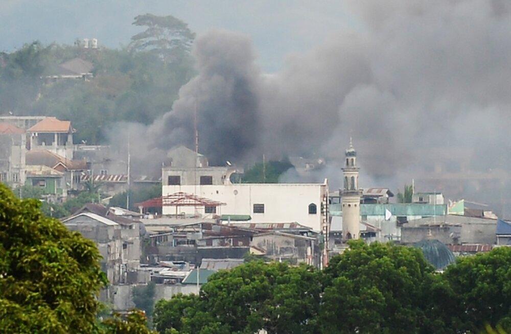 Filipiinide valitsus nimetas lahinguid riigi lõunaosas Islamiriigi sissetungiks