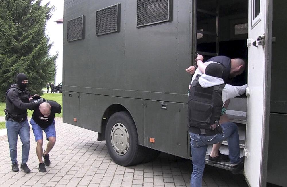 ÜLEVAADE | Valgevenes vahistatud Vene palgasõdurite kohta tilgub uut infot. Kas tõesti Ukraina luure osav avantüür?