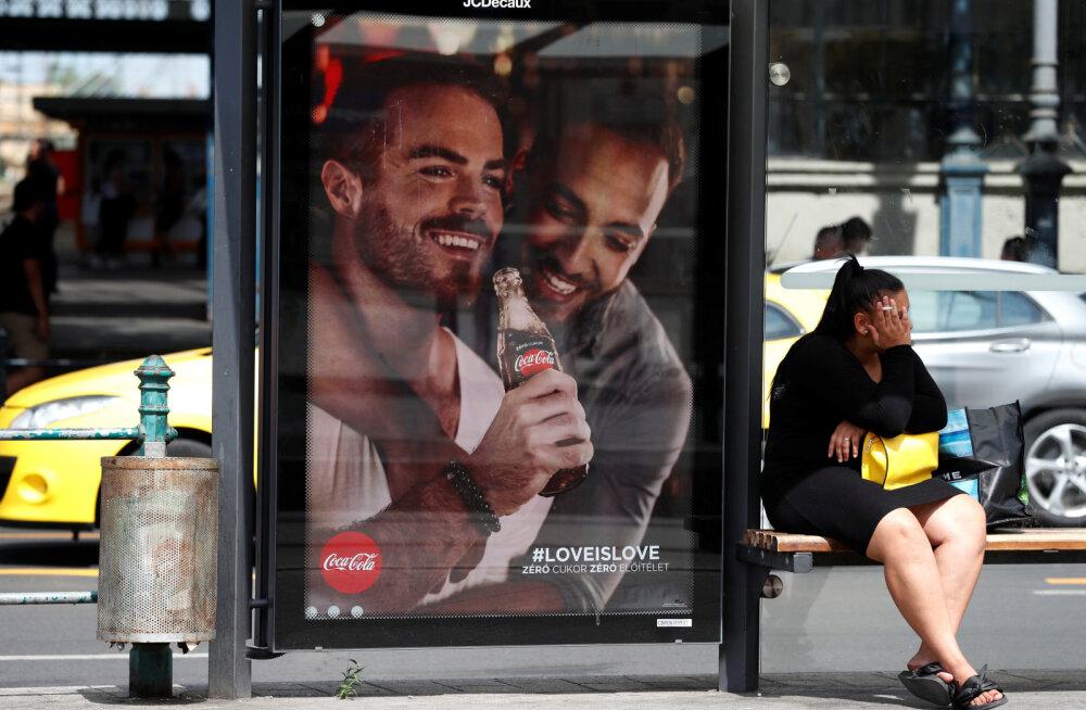 FOTO | Coca-Cola pani Ungarisse üles geipaaridega reklaamid
