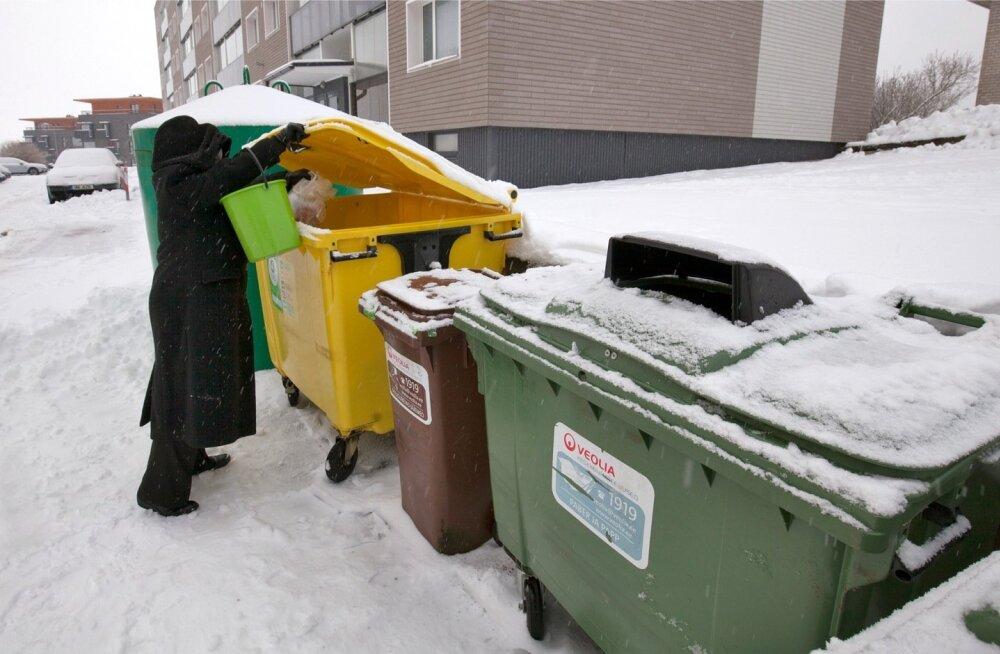 Sakus Põllu 2 on eraldi pakendikonteiner olemas juba praegu, nagu ka konteinerid paberi ja papi ning biolagunevate jäätmete jaoks. Segaolmejäätmete 4,5kuumpeetrist konteinerit väiksema vastu vahetada pole ühistul siiski õnnestunud, kuna olmejäätmete, seal