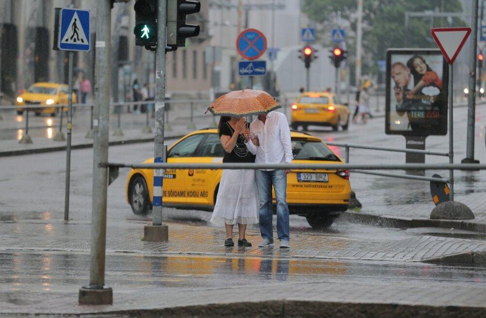 Ilmateenistus andis välja ametliku hoiatuse: öösel jõuab Eestisse äike ühes tugeva tuulega, vihma võib tulla ligi poole kuu normi jagu