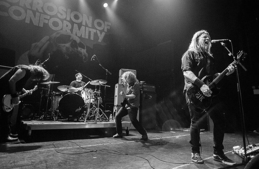 USA vanakooli metal-bänd Corrosion of Conformity esineb juulis Tallinnas