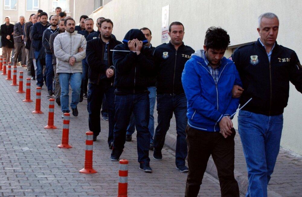 """Türgi teatas enam kui tuhande politseisse imbunud """"salaimaami"""" vahistamisest"""