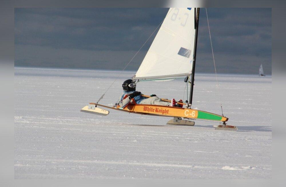 Eesti noored saavutasid jääpurjetamise MM-il kolmikvõidu