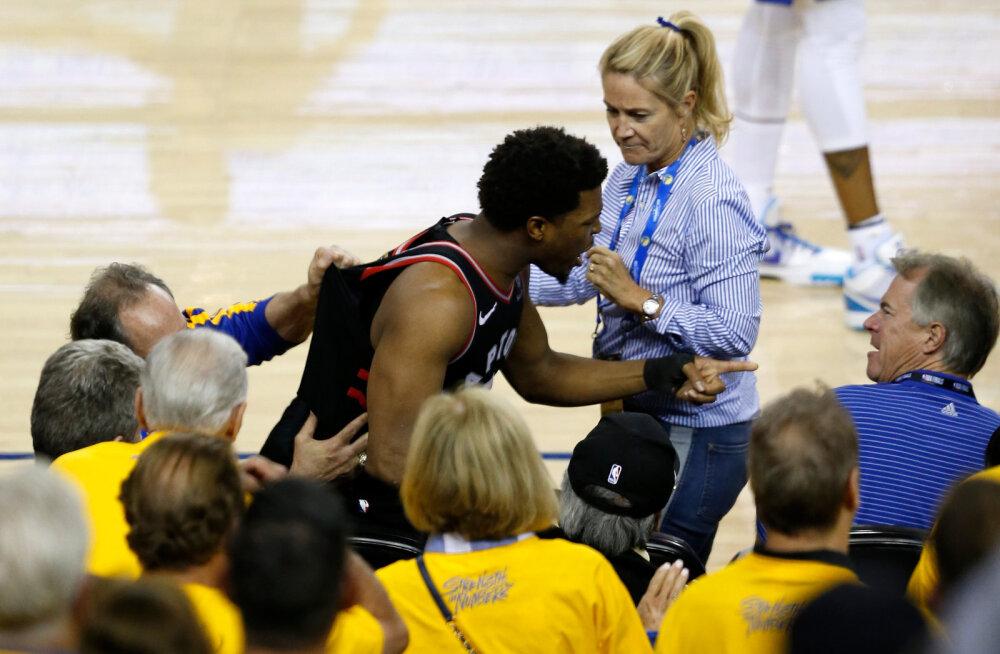 VIDEO | NBA finaalmängu ajal Raptorsi mängijat tõuganud pealtvaataja sai hiigeltrahvi: 500 000 dollarit!