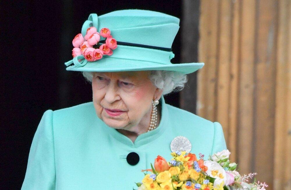 FOTOD: Pastelne kui pühademuna! Kuninganna Elizabeth II väisas perega jumalateenistust