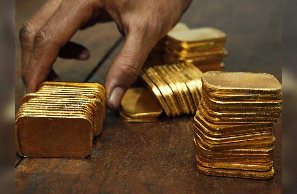 Инвесторы из страха скупают золото в большом объеме