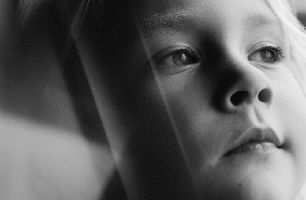 """""""Olen see haavatud laps, kes kohtus enda isaga harva, sest ema oli naine, keda huvitas ainult elatis, mitte isa ja lapse vahelised suhted."""""""