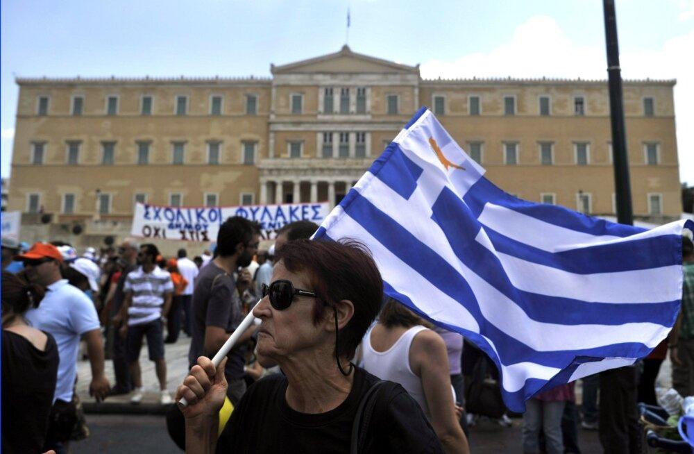 Doominomängu kõrval on kriisi ajal Kreeka rahvusspordiks saanud streigid, meeleavaldused ja tänavatel märatsemine.
