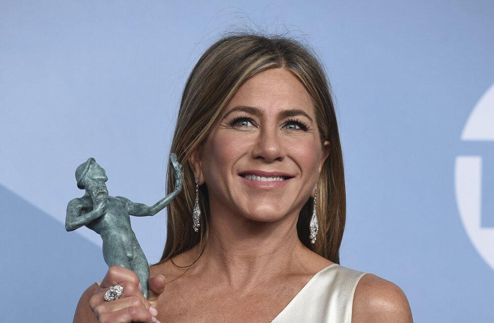 KUUMAD KLÕPSUD | Kas te usute, et Jennifer Aniston on 51? Näitleja lasi end püksteta pildistada!
