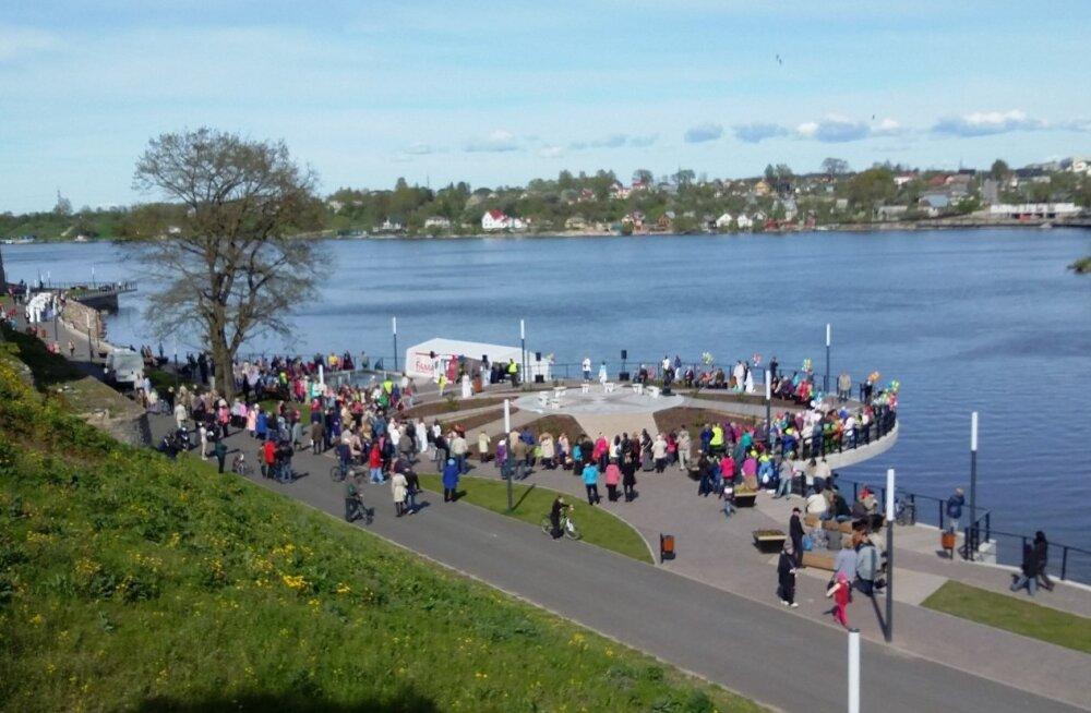ФОТО читателя Delfi: На площади солнца в Нарве открыли летний сезон