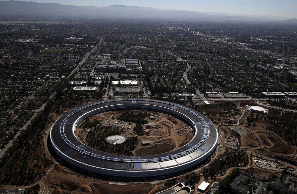 Liiga palju klaasi? Uues Apple`i peakorteris on mitmed inimesed läbipaistvate seinte ja uste otsa kõndides viga saanud