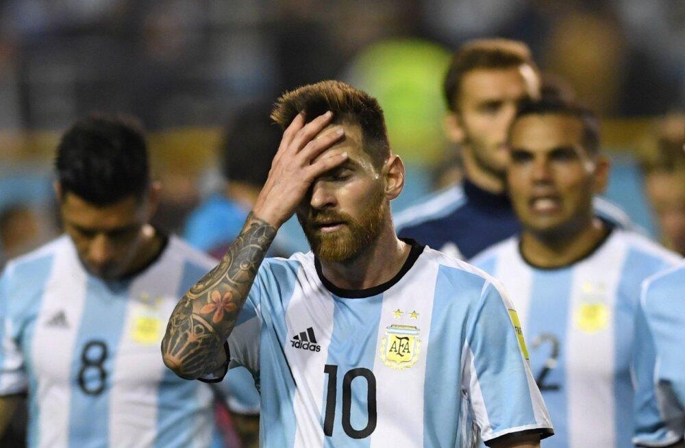 Lionel Messil ei ole midagi muud teha kui peast kinni hoida