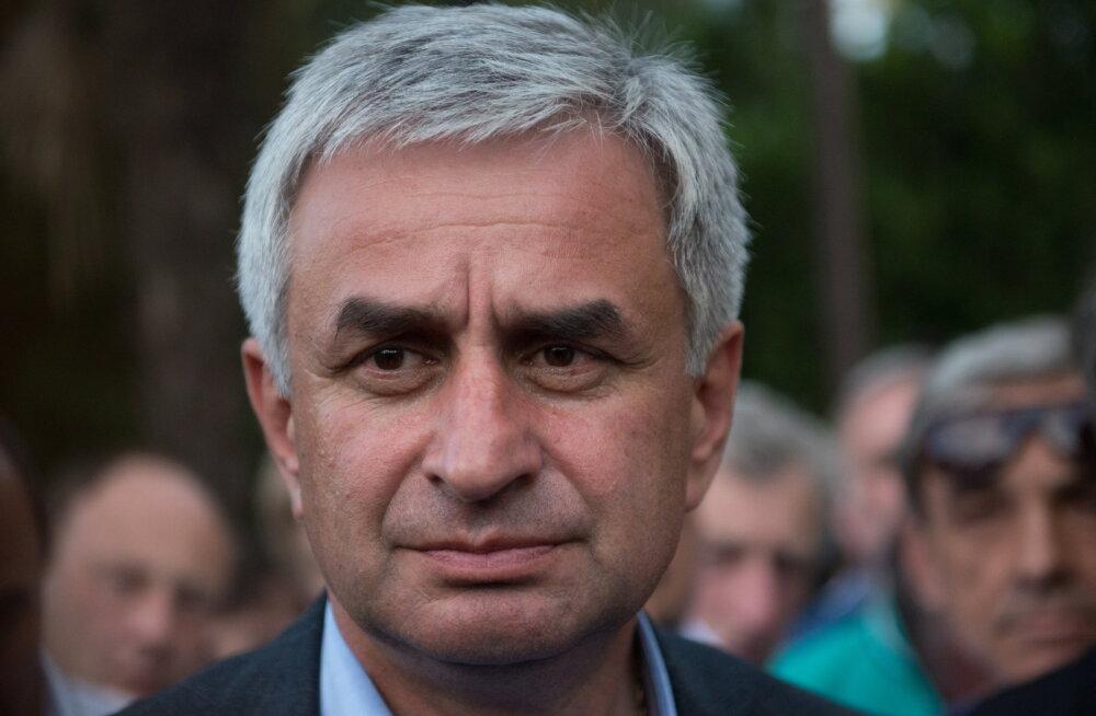 Venemaa kontrolli all oleva Abhaasia president astus tagasi