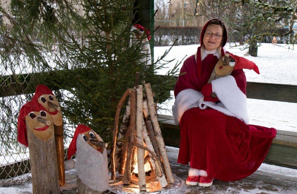Jõulumemm Helli naudib jõuluaega kogu südamest.