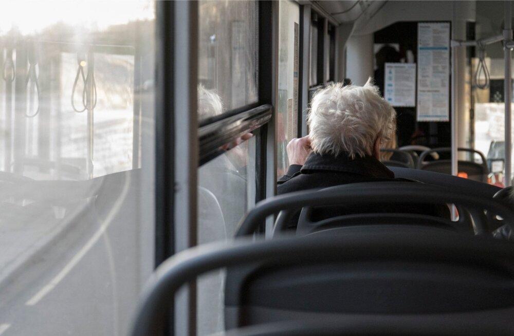 Sotsiaalministeerium selgitab välja, milliseid muudatusi tuleks teha, et erivajadustega inimesed saaksid ühistransporti lihtsamalt ja senisest enam kasutada
