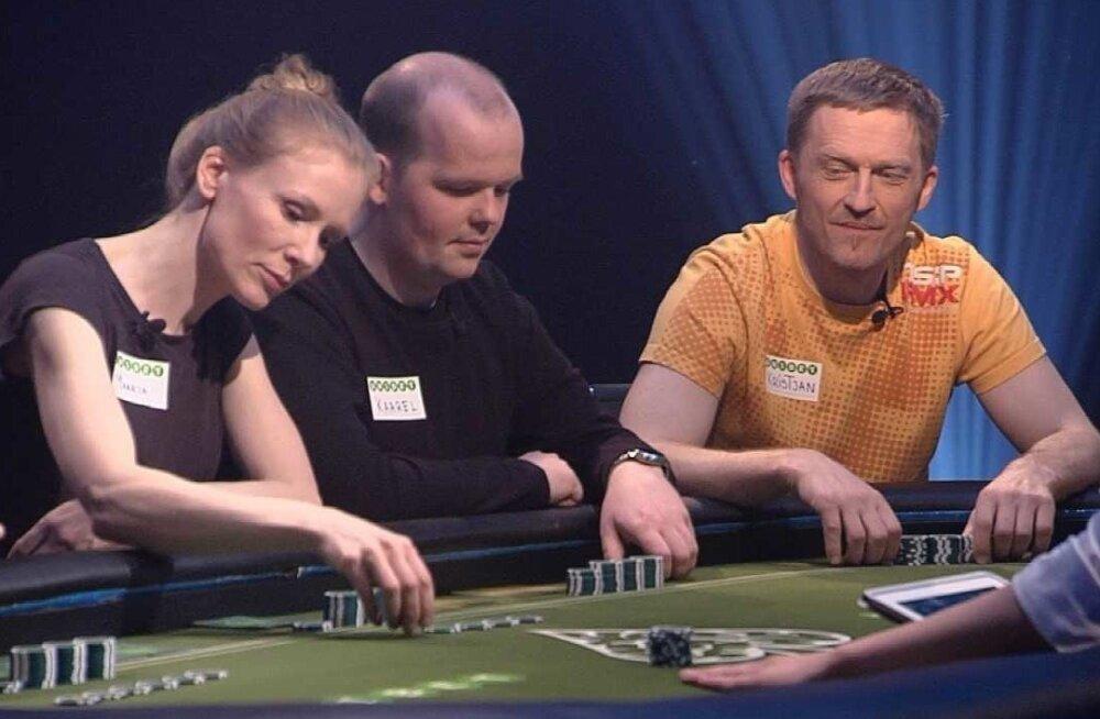 """""""Mälupokkeri"""" laua taga istuvad näitleja Maarja Jakobson, Kaarel Silmato ja füüsikaõpetaja Kristjan Vällik."""