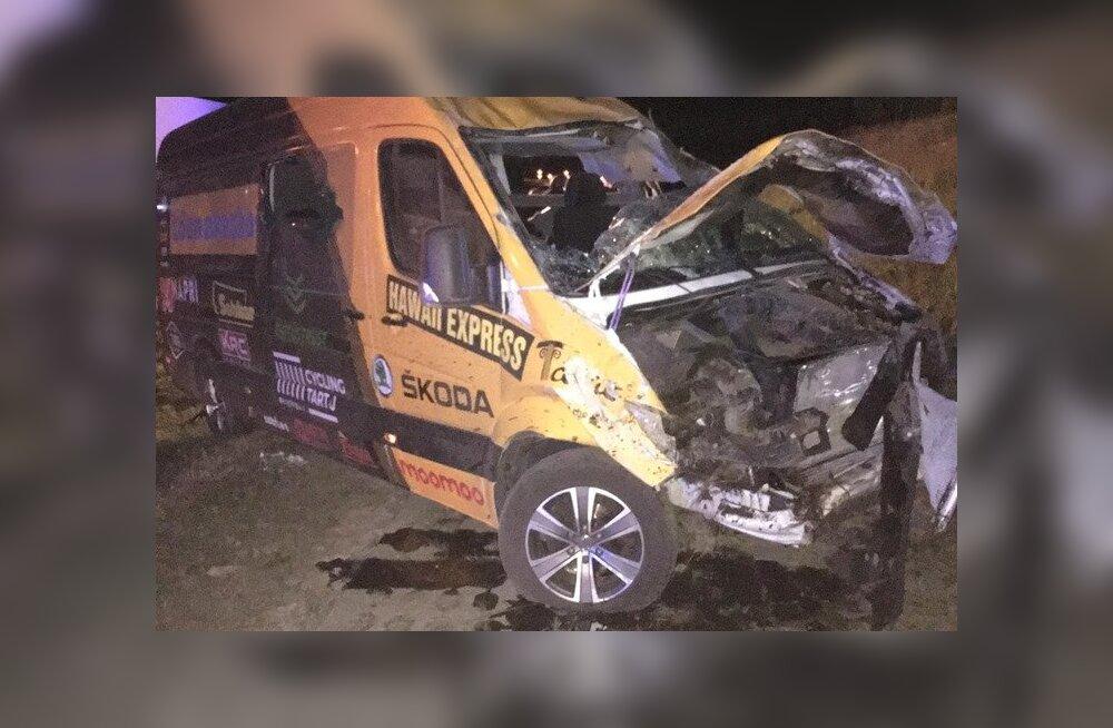 Eesti jalgrattatiimi buss sattus Poola kiirteel õnnetusse