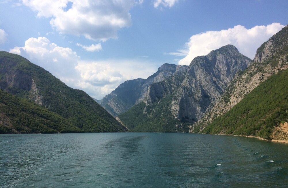 Paadisõit Komani järvel