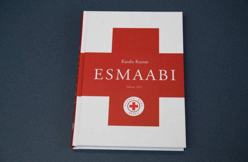 """Punase Risti raamat """"Esmaabi"""" kubiseb vigadest."""